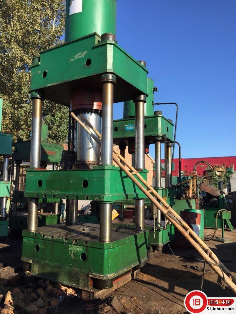 便宜出售100至500吨四柱油压机