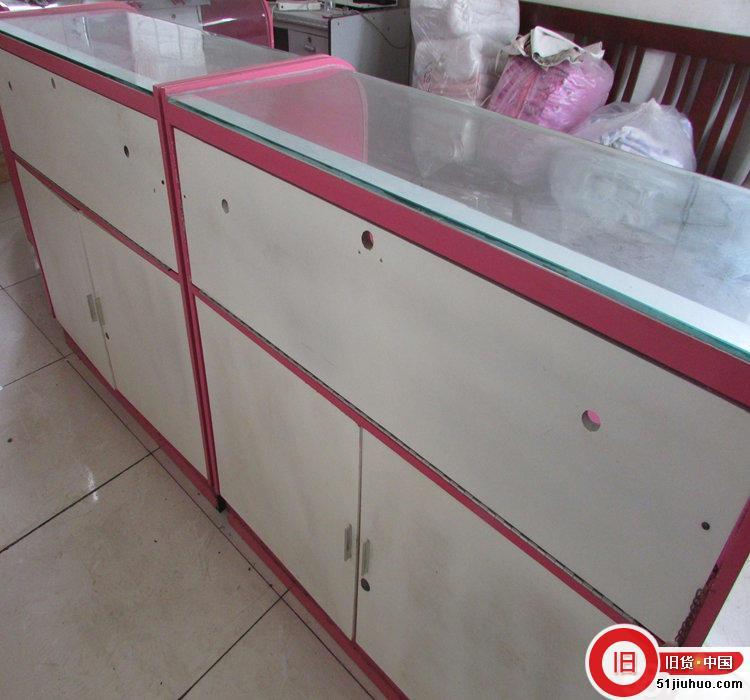便宜出售玻璃柜台4个 小冰柜2个 炸货设施若干