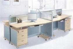 回收办公家具:老板桌,隔断桌,储藏柜