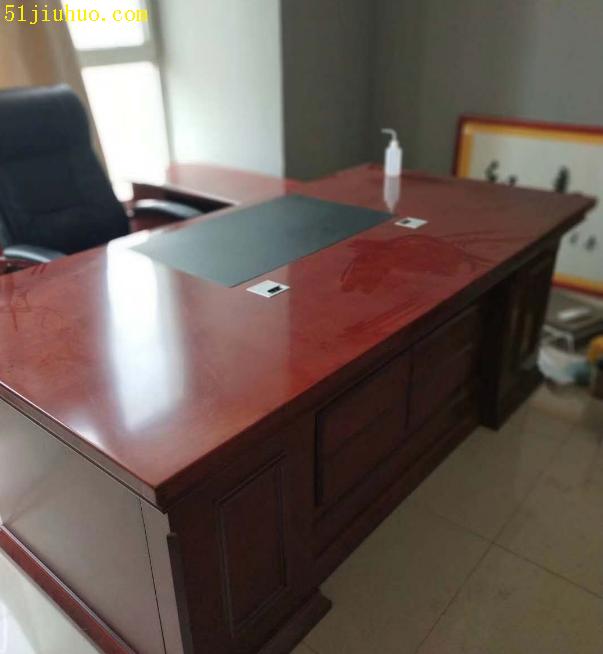 南昌办公家具回收:办公台回收,办公桌椅、老板台、隔断、书桌书柜等