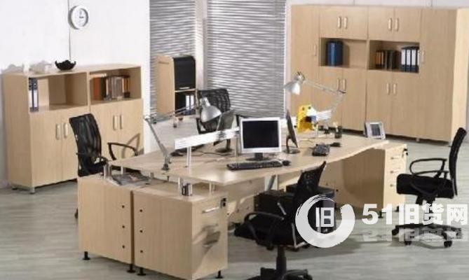 北京办公家具回收:大班台、大班椅、办公屏风、卡座、高档书柜、文件柜、电脑桌椅、会议桌