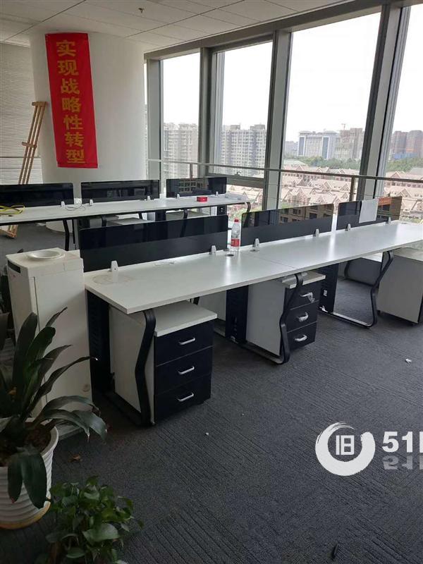 鄭州辦公家具回收出售:電腦桌回收、辦公桌椅回收、隔斷、培訓桌椅等回收